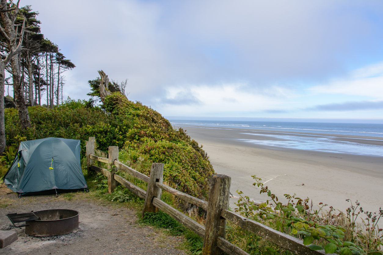 Campgrounds: tent in campsite overlooking the beach In Kalaloch Campground
